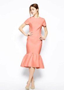 Платье с несколькими воланами
