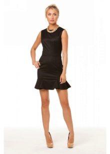 Черное платье с воланом внизу