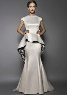 825a58df3569dbd Как обычно, длинное платье принято больше надевать на вечернее торжества и  мероприятия. Баска хорошо смотрится на длинных платьях в стиле платье -русалка.
