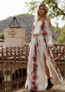 2a22c48b18a Вариант платья без рукавов позволит также украсить себя множеством  браслетов и фенечек (в бохо излишество только приветствуется!)