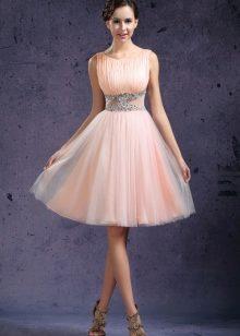 Фото платья по колено с пышной юбкой