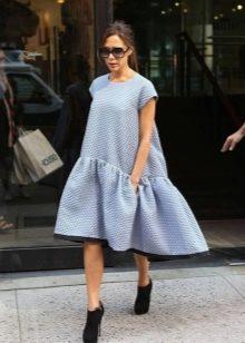 Платье с воланом 2019 (150 фото)  на одно плечо f64bb6d499e41
