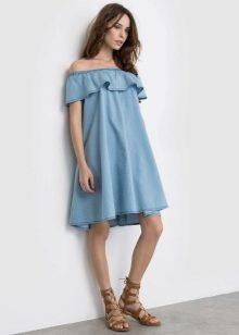 Стилисты утверждают, что широкие платья с воланами станут идеальным нарядом  для дам с высоким ростом и широкими плечами. 4bc51a7667d