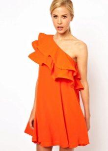 Короткое платье с воланом на одном плече