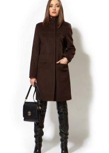 08257cd1039 К одной из таких моделей относится женское прямое пальто. Верхняя одежда  всегда считалась настоящим атрибутом элегантности и стиля
