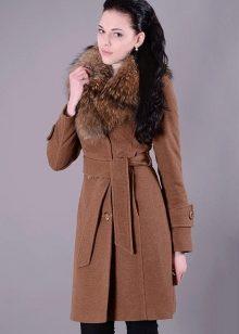 1c9582e9c287 Женское пальто с меховым воротником (97 фото): шерстяное, черное ...