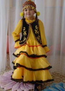 90ffc04b8d3 Национальный костюм для девочки отражает характерные особенности в одежде  этого народа. Может быть представлен в следующем виде  юбка кулдэк