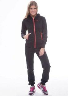 7cbaf747 ... любую модель костюма от Nike, причем не только женского, но и мужского.  Лаконичность цветовой гаммы всегда разбавляется контрастным принтом, ...