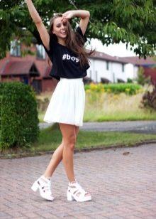 Белые босоножки на каблуке (64 фото): на низком и на толстом каблуках
