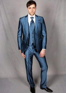 Классика актуальна всегда, поэтому приобретая дорогой мужской костюм, можно  не переживать о потраченных впустую деньгах. Вопреки широко рекламируемому  ... b42a75b5afa
