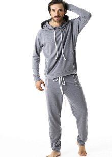 609a5c45150e Велюровый мужской костюм для занятий спортом имеет мягкую бархатистую на  ощупь поверхность. Он эластичен, обеспечивает максимальное удобство при  физических ...