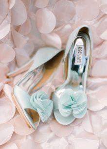 021c193fb А ведь нужно еще позаботиться о туфлях. Разберемся, как все успеть и  подобрать на свадебный бал пару туфелек, которым позавидует даже Золушка.