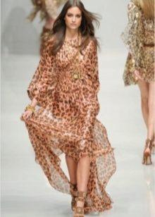 26760c41daa1 С таким платьем бежевые босоножки будут смотреться очень хорошо. Особенно,  если вы дополните такой лук светлым клатчем и не очень броским макияжем.
