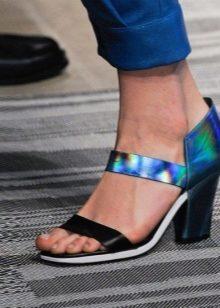 Босоножки с закрытой пяткой (57 фото): с закрытим или открытым носком на каблуке