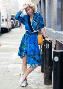 474c8e091bc Платье с кроссовками 2019 (55 фото)  как и какие кроссовки можно ...
