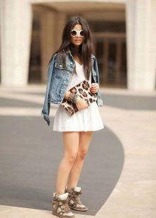 86b07438 Длинные. Длинные сникерсы – любимая обувь молодежи и школьников. Высокие  кеды, как правило, имеют шнуровку. Обувь часто используется для ношения в  ...