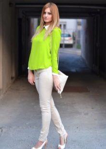 pyani-foto-zhenshin-kareglazih-blondinok-podrugu-prirode-foto