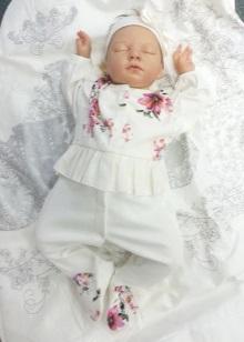 Для одежды новорожденных используются только гипоаллергенные ткани высокого  качества, не вызывающие раздражений и проходящие специальную обработку. 32756f36318