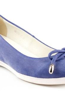 73f0934e6 Неплохо будут смотреть слипоны или оксфорды. Если же ваш ребёнок страстно желает  иметь обувь на каблуках, то стоит выбрать невысокий квадратный каблук.