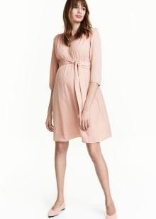 Платье-рубашка из вискозы, трикотажной платье для кормления, женственная  модель с поясом или стильное платье из денима – выбор одежды для беременных  H M ... d87737dcfc3