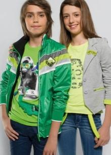6d601082d Весь базовый гардероб любого подростка состоит из нескольких пар брюк и  джинсы, футболок, свитеров. У девушек в дополнение идут юбка с блузой для  ...