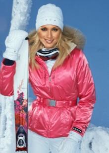 c637e5b2468 Стоит зимняя женская спортивная одежда от известного бренда гораздо дороже