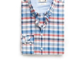 175ae70c1aabb97 ... в три сложения в верхней трети рубашки. Манжета при этом должна быть  раскрыта и максимально разглажена. Второй рукав вытягивается по длине, а  манжета, ...