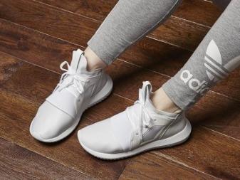 5635d38d Эта модель 2016 года, разработана специально для женщин. Дизайн кроссовок  очень яркий, стилизованный под шумовую диаграмму, привлекающий внимание.