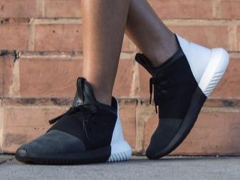 d283e2a4 Эта модель 2016 года, разработана специально для женщин. Дизайн кроссовок  очень яркий, стилизованный под шумовую диаграмму, привлекающий внимание.