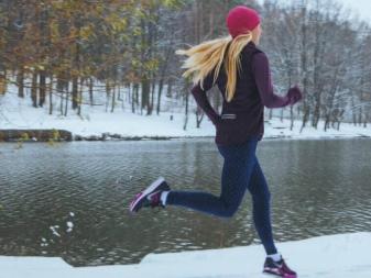 f5b0dd32 Кроссовки для бега зимой: зимние беговые с шипами для бега по снегу ...