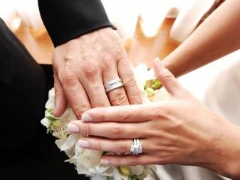 Обручальное женское кольцо фото