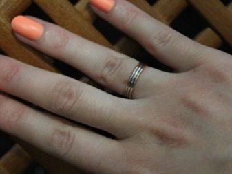 Обручальные кольца с алмазной гранью (35 фото): аксессуары со специальной обработкой, алмазная огранка, с крошкой из алмаза