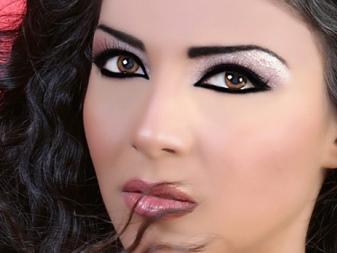 Макияж на глаза черным и белым карандашом