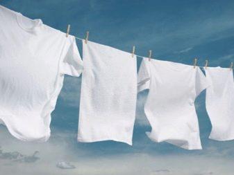 Как отстирать белые вещи? Как правильно стирать полинявшую рубашку, чем убрать желтые пятна и загрязнения от чая с одежды