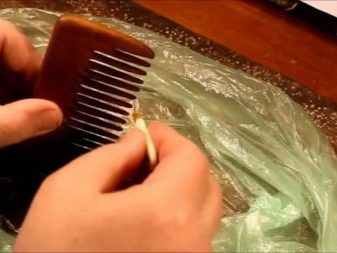 Как почистить расческу? Как помыть деревянное изделие в домашних условиях, чем отмыть круглую щетку от грязи