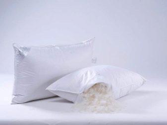 Как постирать перьевую подушку в домашних условиях? 36 фото Стирка изделия из пера в стиральной машине-автомат, как почистить пуховую и модель из лебяжьего пуха
