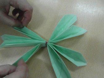 Как красиво сложить бумажные салфетки? 57 фото Как свернуть своими руками для сервировки стола, пошаговое описание складывания
