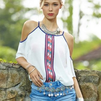 Блузка с открытыми плечами (50 фото): с чем носить, стильные образы, подходящий фасон, особенности дизайна, тренды 2018
