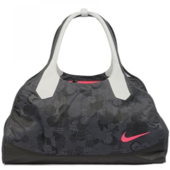 0f5028277629 В этом сезоне в тренде объемные сумки, вмещающие в себя все необходимое.  Много внимания уделяют и внутреннему обустройству сумки.