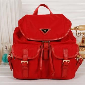 Такэе в своих последних коллекциях сумки-трасформеры представили и модные  дома Прада и Шанель. Творения, выпущенные под этими брендами, как всегда,  ... 10a2c567849