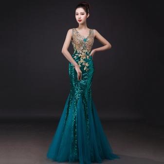 52dcb5a44ca Выпускные платья в фасоне рыбка украшают драпировками и кружевом
