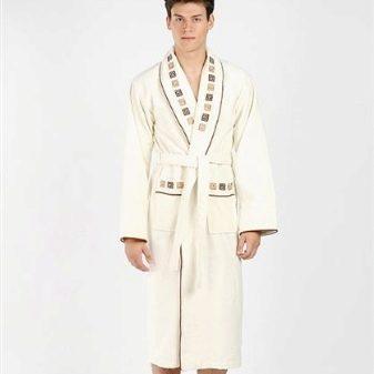 8d2c9d312863d Так что, если вы думаете над покупкой модного халата из Италии, то это  именно то, что нужно. Мужчина в халате от Versace – это всегда стильно и  сексапильно!