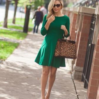 Украшение к темно зеленому платью 57