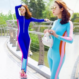 Девушка в водолазом костюме фото
