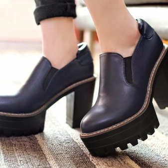 4c998bba9 Дизайнеры и их наградили толстой массивной подошвой, делающей обувь еще  менее спортивной, причисляя ее к fashion индустрии.