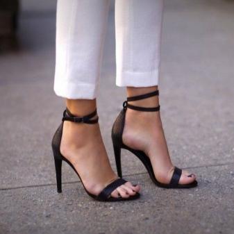 Женские босоножки 2018 (94 фото): модные резиновые и кожаные новинки на лето, на низком каблуке и тракторной подошве