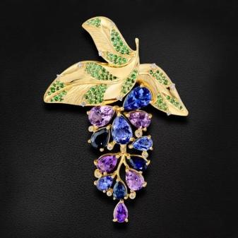 Броши с натуральными камнями: с жемчугом, бриллиантами, из янтаря, с гранатом, рубином, сапфиром и изумрудом