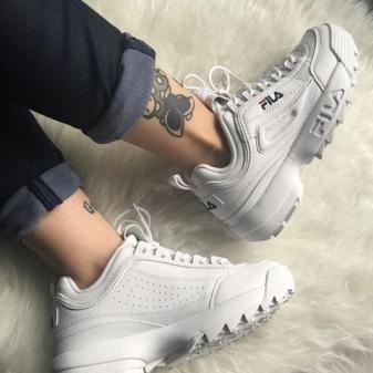 95c81d138 Мужские кроссовки FILA centauri представляют собой традиционные спортивные  кеды с низким голенищем, белой прорезиненной подошвой и удобной шнуровкой.