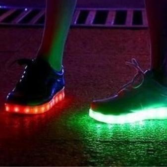 232d235122a Oprindeligt blev sådanne sko fremstillet ved hjælp af svetonakopitelnye  elementer, men udseendet af led-teknologi tillod at bringe produktionen af  sko til ...
