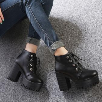 e5f02200 Обувь для осени на высоком тонком каблуке. Осенняя романтика будет хорошо  заметна в наряде, состоящем из длинного платья и ботинок на высоком  каблуке, ...